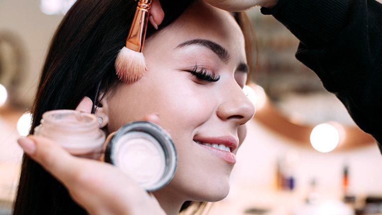 Read more about the article Siga estas dicas para vender mais maquiagem em sua loja