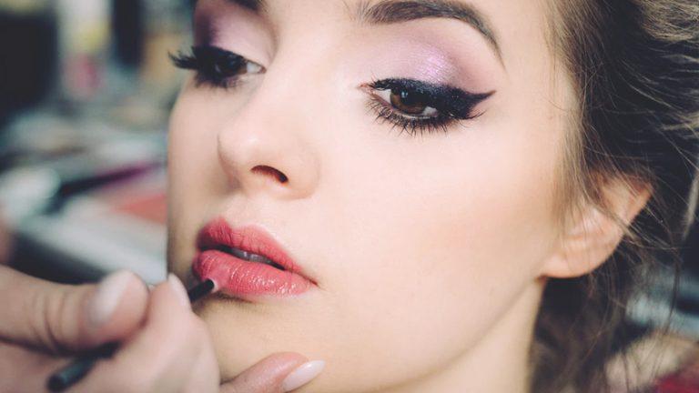 Read more about the article Maquiagem para festas – Sua loja pode lucrar muito com isso!